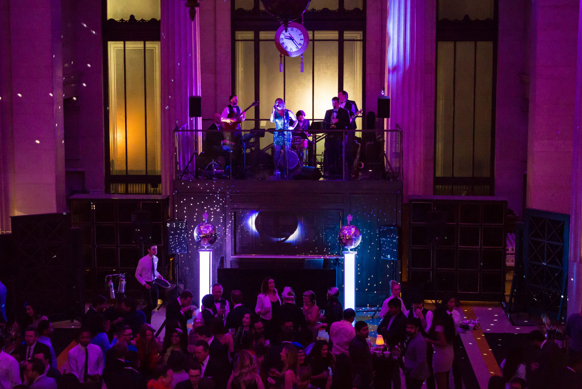 London Bands for Hire | Cover Bands | Weddings | Events - Mandy And The Mood Swings