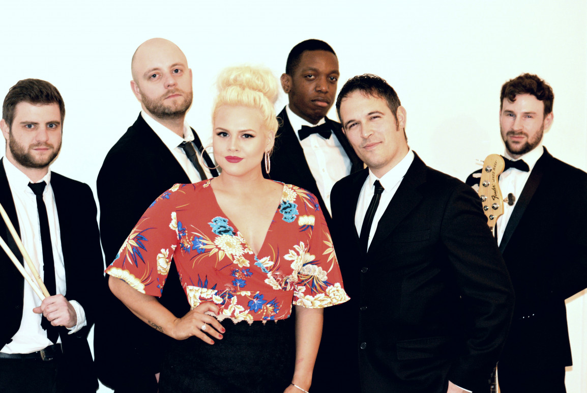 London Bands for Hire   Cover Bands   Weddings   Events - Finesse